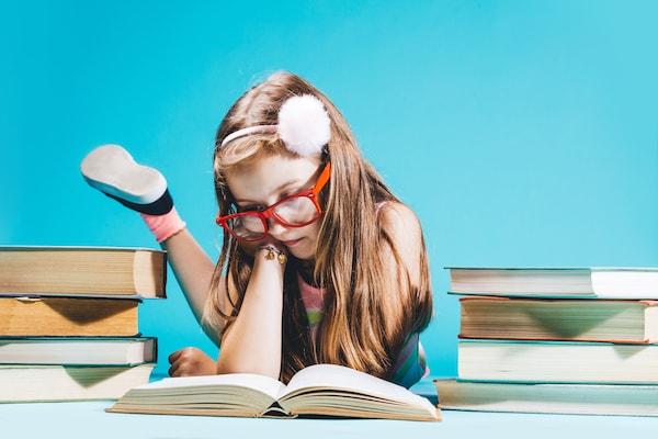 FXを勉強する女の子